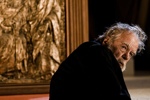 IL VILLAGGIO DI CARTONE. BARI 26 OTTOBRE 2010Michael Lonsdale sul set durante le riprese.Foto di KASH GTorsello