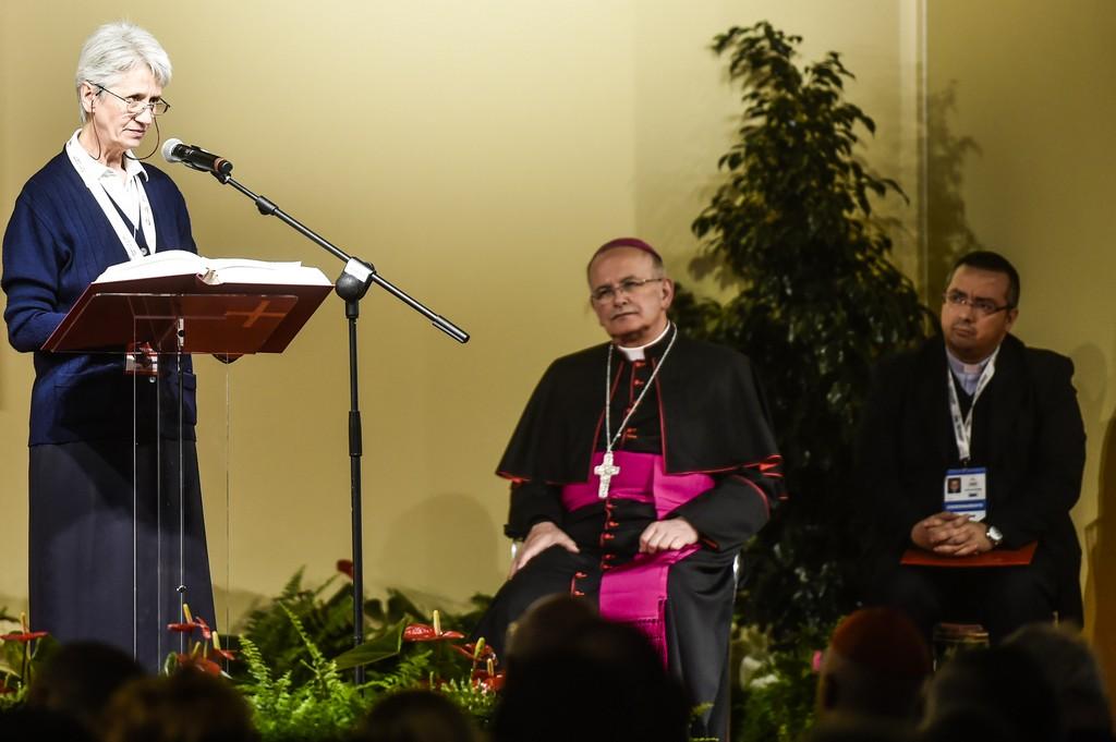 Preghiera guidata da mons. Angelo Spinillo, vice-presidente della Cei, con la riflessione della biblista suor Rosanna Gerbino Ph: Cristian Gennari/Siciliani