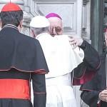 Firenze 10 novembre 2015. L'arrivo di Papa Francesco in Duomo. L'abbraccio con Nosiglia