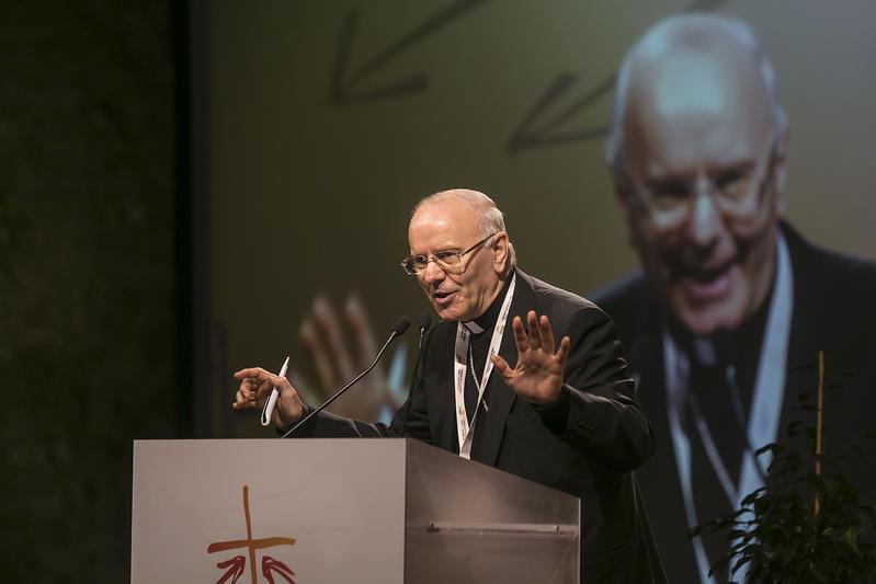 Firenze, 11 novembre 2015. Il V Convegno Ecclesiale Nazionale. Monsignor Nunzio Galantino.